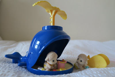 Sylvanian Families Splash and Play Whale with Twin Sheep