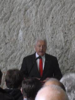 Le conseiller d'Etat Luc Barthassat prononce son discours