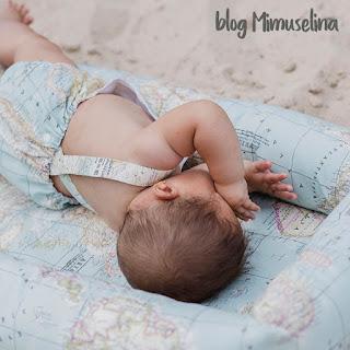 qué regalar a un recién nacido que nace en verano ranita peto pelele bebé tirantes cruzados estampado mapamundi
