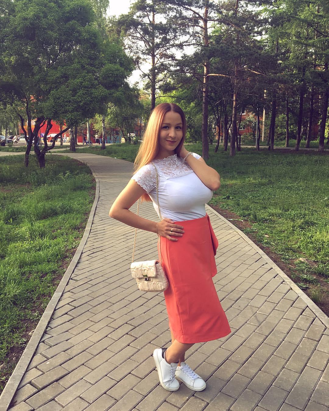 Busty Russian Women: Larisa Zh