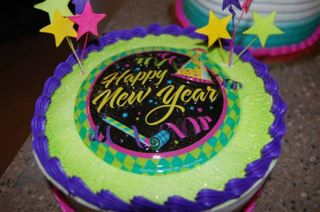 New Year's Day Cakes With Text