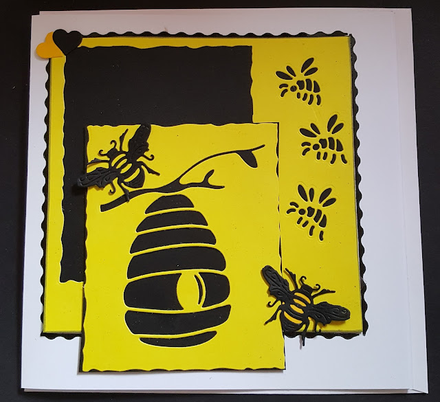 Bees and hearts - no message on this 7in white card