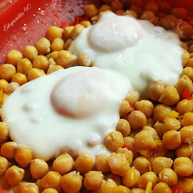 garbanzos-con-pimiento-picante-y-huevo