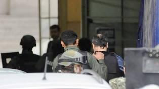 """Uno de los aduaneros admitió la maniobra y anoche lo pusieron cara a cara con otros acusados. Hoy el juez decide si le concede la eximición de prisión al """"Mono"""" Minnicelli."""
