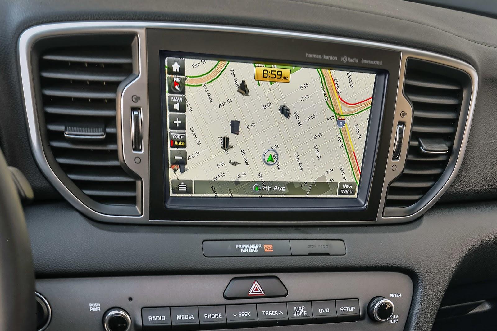 Xe được trang bị hệ thống điều khắp xe, hệ thống màn hình trực quan, dễ điều khiển