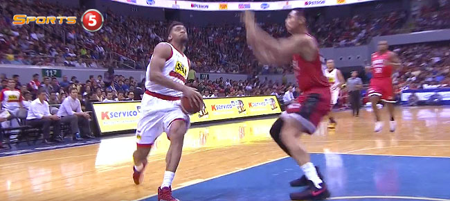 Japeth Aguilar with the MONSTER Block on Tony Mitchell's Dunk Attempt (VIDEO)