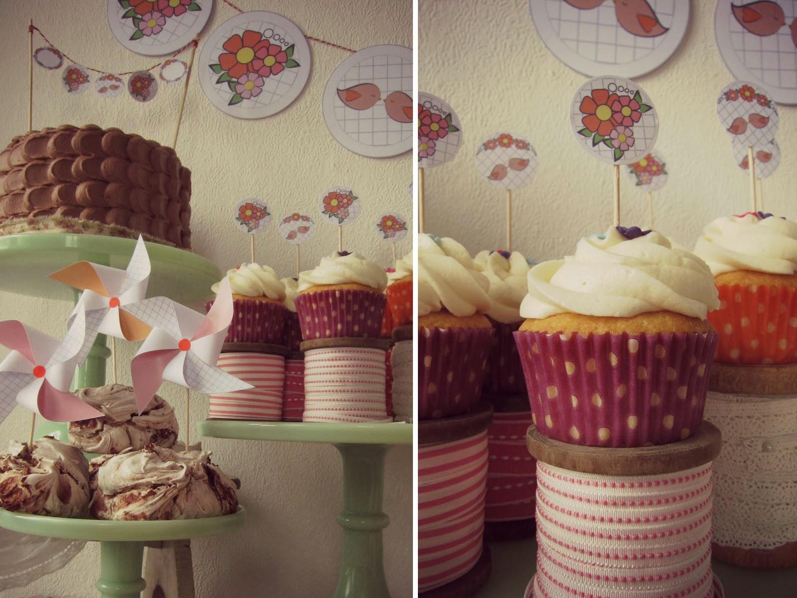 gateau d'anniversaire au chocolat, decoration murales, cupcake decores