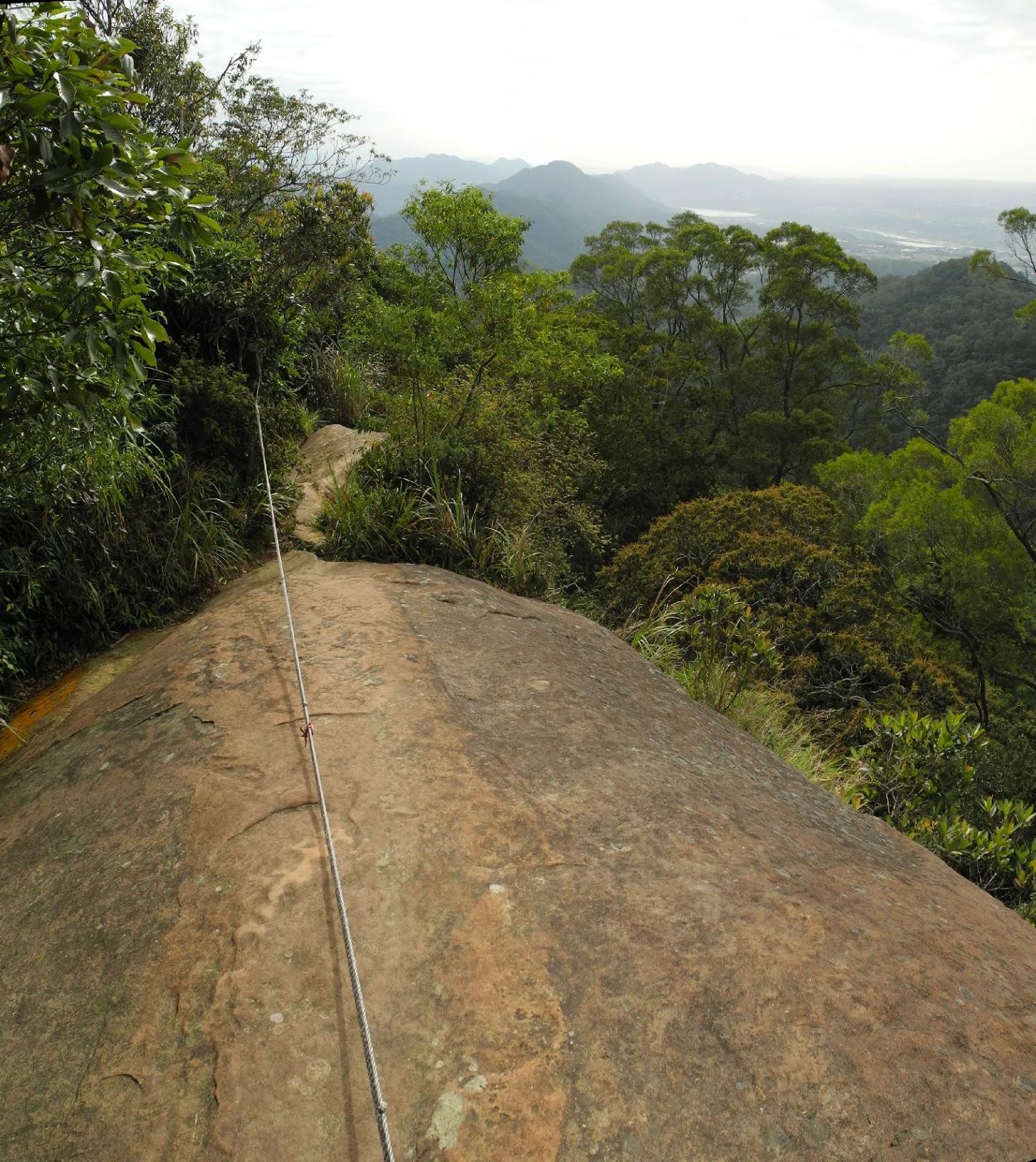 Taipei Hiker: 2012年10月18日 大溪金面山-白石山縱走 打鐵寮古道を下る