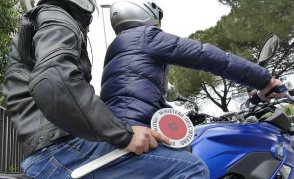 Donna aggredita e rapinata in via Galliani a Foggia. Caccia aperta della Polizia all'aggressore