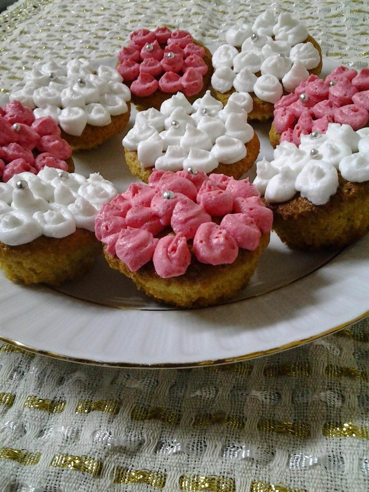 Süslü Top Kekler Tarifi