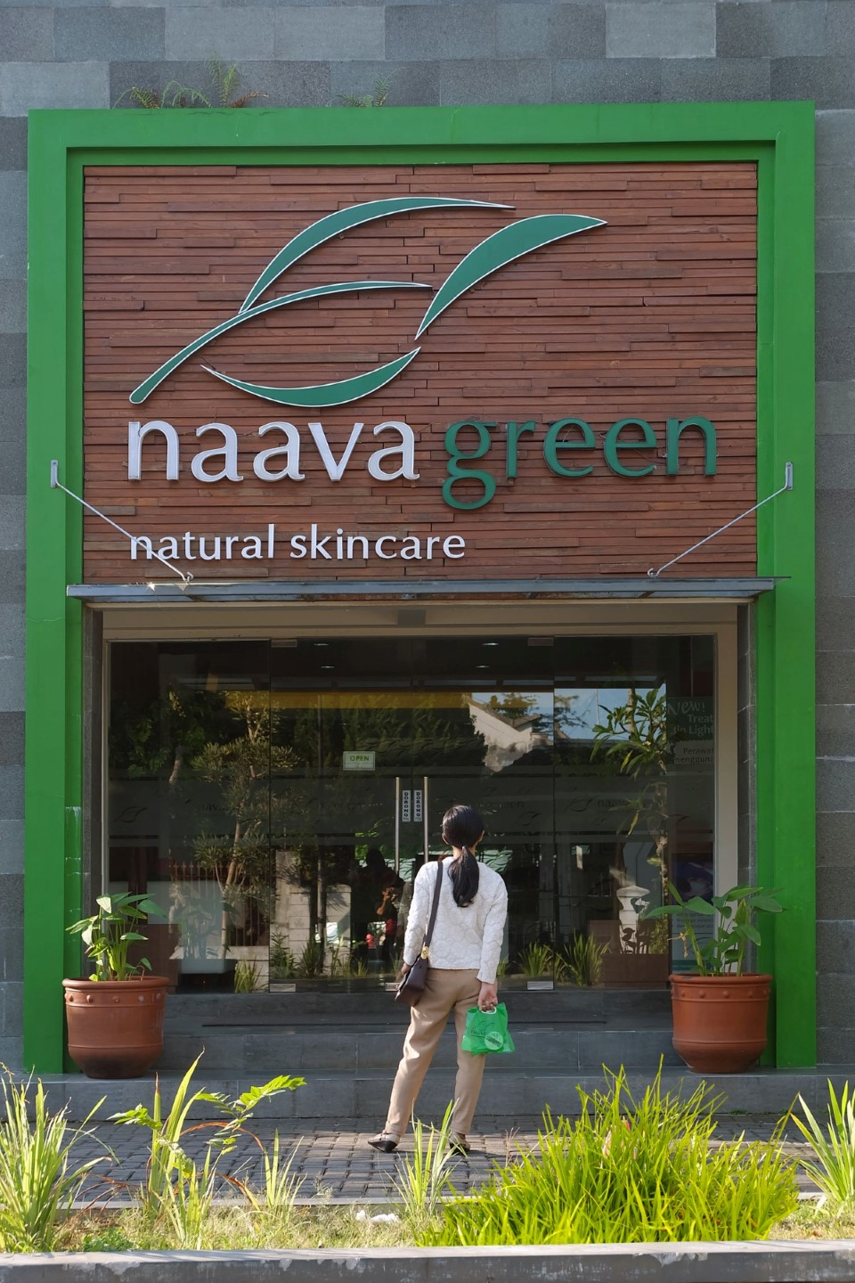 jam-buka-navagreen-facial-treatment-lulur-scrub-brightening-ajengmas