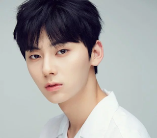 Wanna one, biodata wanna one, biodata member wanna one, wanna one profile, foto wanna one, 워너원, foto hwang minhyun, foto hwang minhyun wanna one,