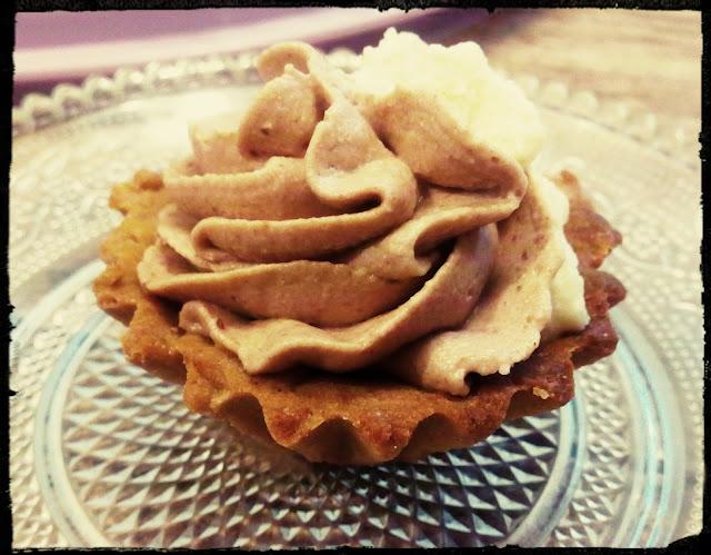 babeczki orzechowe babeczki kawowe z kremem smietankowo czekoladowym kruche babeczki z kremem