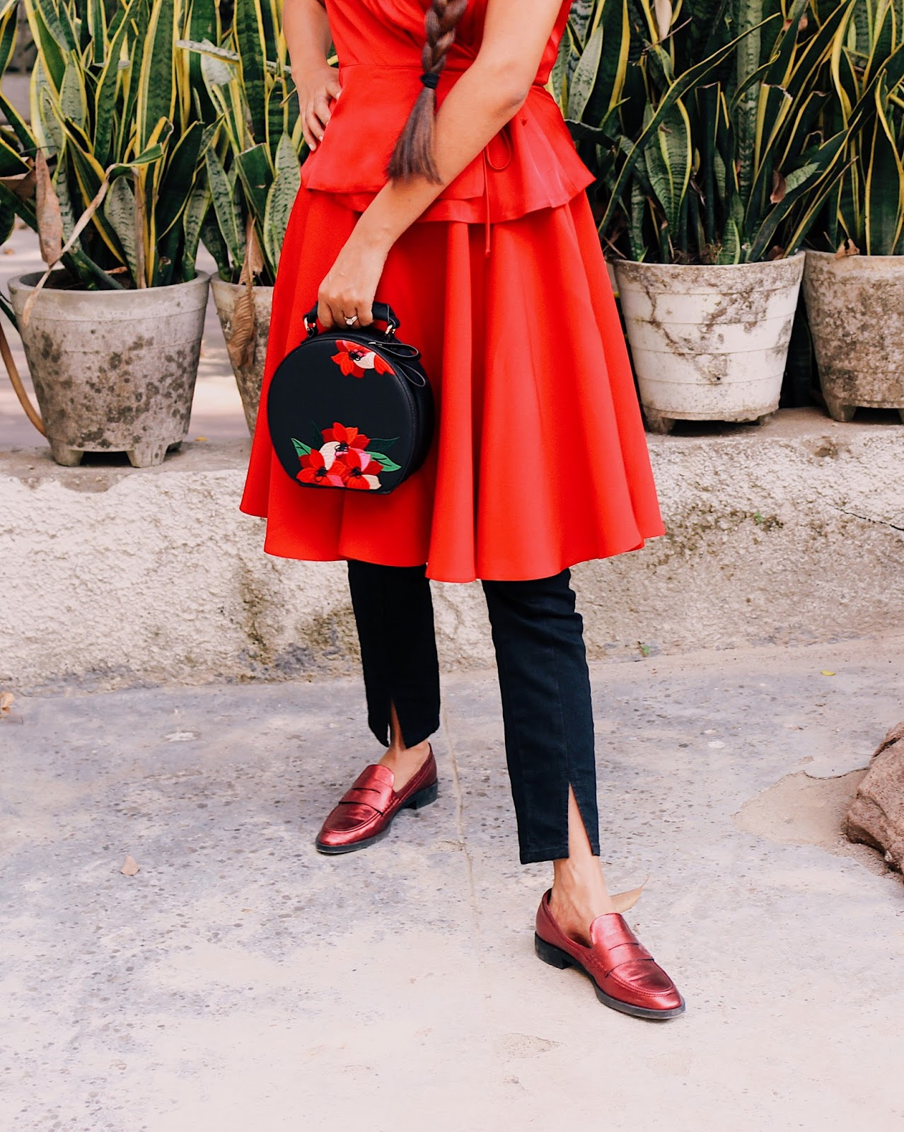 beret, style beret, red loafers, skirt over jeans, head to toe red, red trend, indian blogger, red outfit, layering, amazon india fashion week ss 18, aifw street style, aifw ss18 street style, delhi blogger, delhi fashion blogger