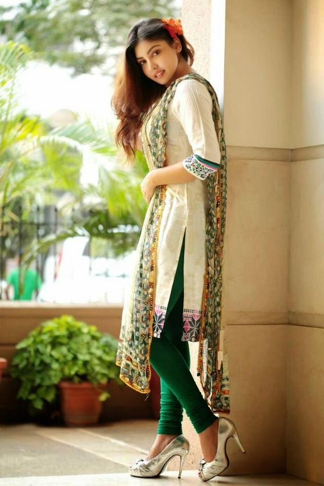 Indian Girl Komal Jha Churidar Photoshoot  Connecting Friends-4001
