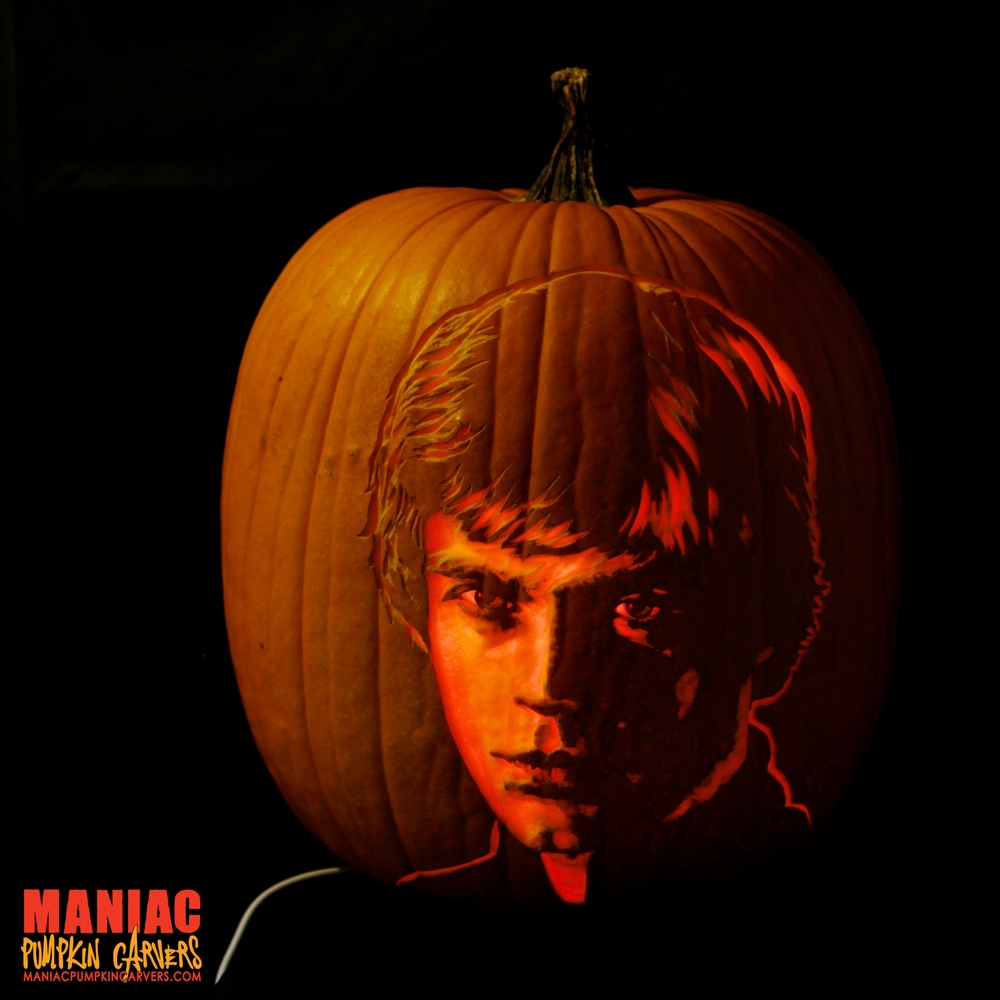 04-Mark-Hamill-Luke-Skywalker-Jedi-Star-Wars-Maniac-Pumpkin-Carvers-Introduce-Halloween-www-designstack-co