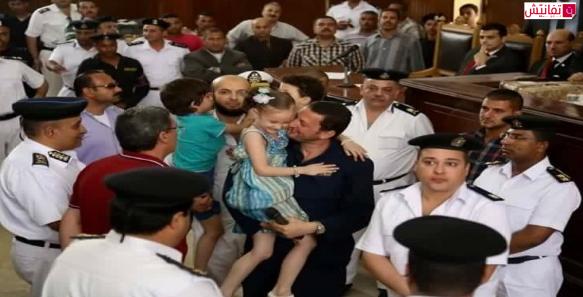 باسم عوده يحتضن ابنته في قاعة المحكمه