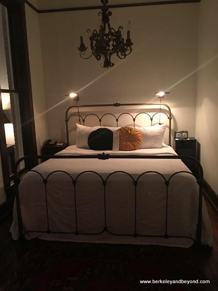 guest room at Hotel Havana in San Antonio, Texas