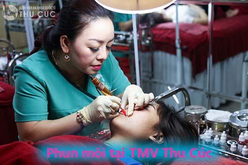 Phun môi đẹp tại TMV Thu Cúc