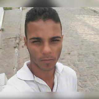 Jovem é assassinado na frente da lanchonete da mãe na Paraíba