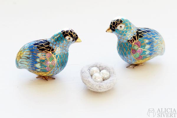 Felted miniature bird's nest by Alicia Sivertsson, 2016. Tovat fågelbo i ull katthår kattull tova nåltova våttova felt fågel fågelbo påsk påskadvent skapa skapande kreativitet create creativity diy