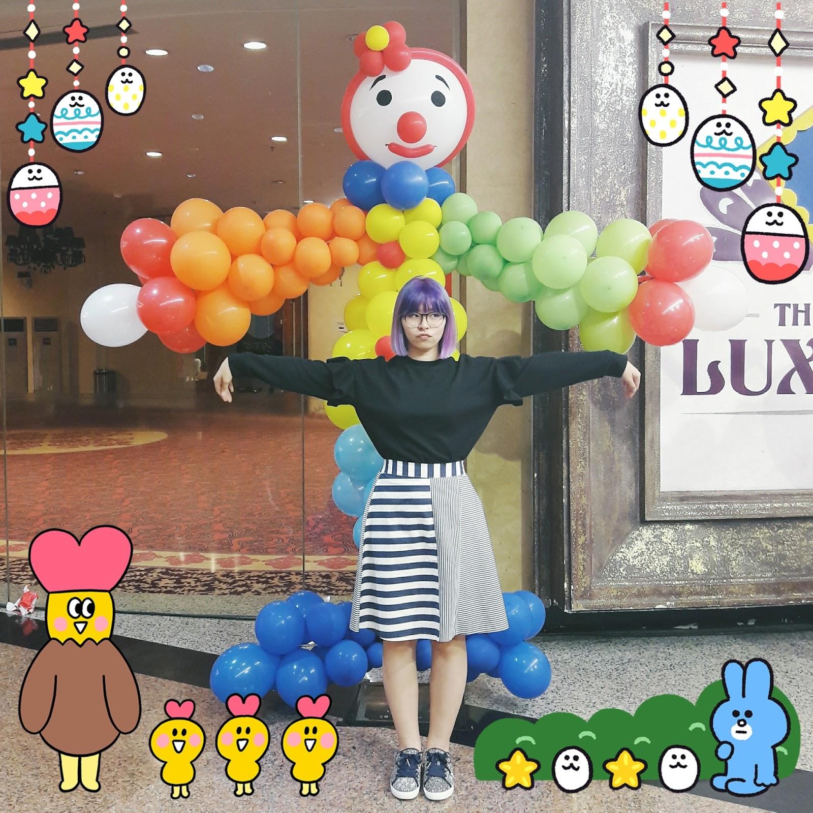ruffle sweatshirt, stripes skirt, glittery sneakers outfit | www.bigdreamerblog.com