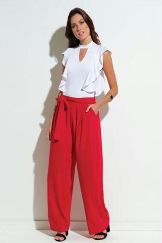 pantalona na cor vermelha
