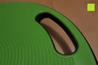 Griff: Balance-Board »Gyro« / Der ideale Kreisel für Physiosport / Physiotherapie. Mit dem Wackelbrett trainiert bzw. stärkt man das Körpergleichgewicht & die Körper-Koordination. Auch einsetzbar als Therapiekreisel / Koordinations Board für Fitness und Spielspaß / Durchmesser ca. 40cm & Höhe ca. 10cm