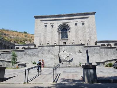La antigua biblioteca o Matenadaran, en Ereván