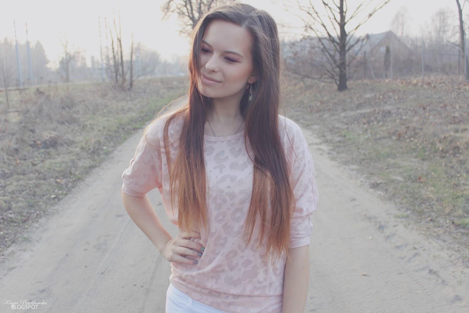 ❀ Pudrowo - różowa bluzka w cętki.