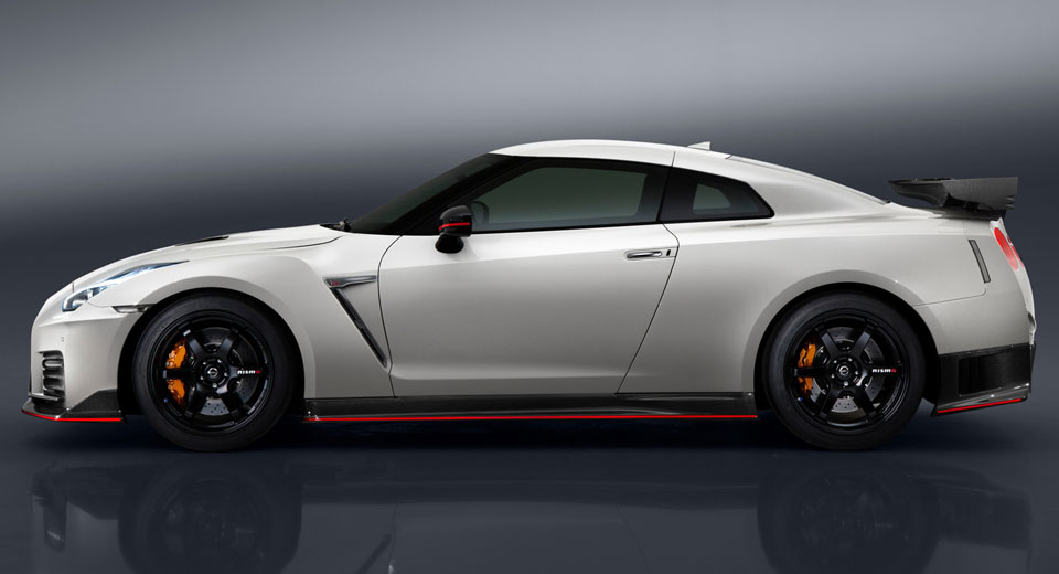 2017 nissan gt r nismo price edges north of 175k. Black Bedroom Furniture Sets. Home Design Ideas