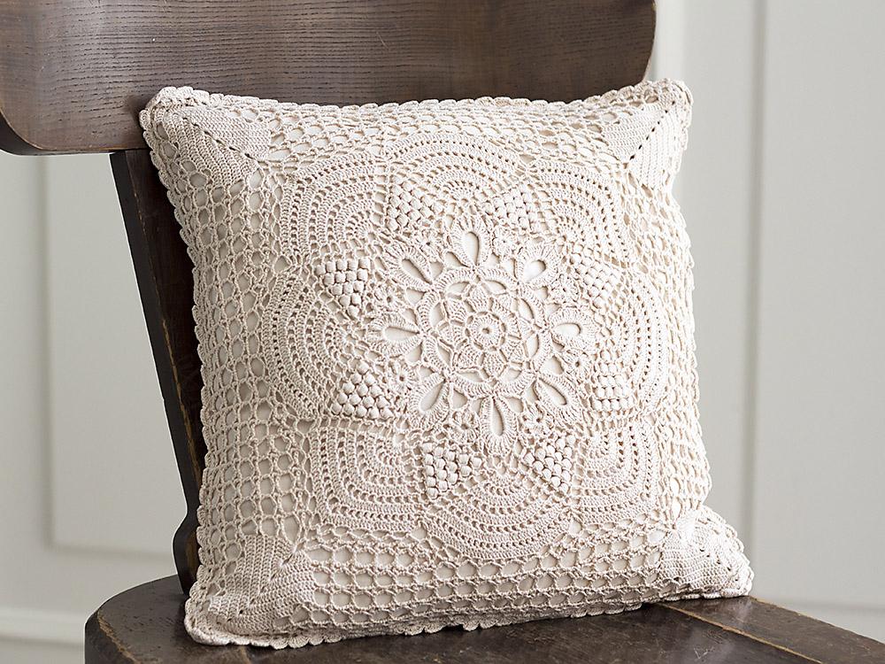 Katrinshine: Vintage crochet pillow