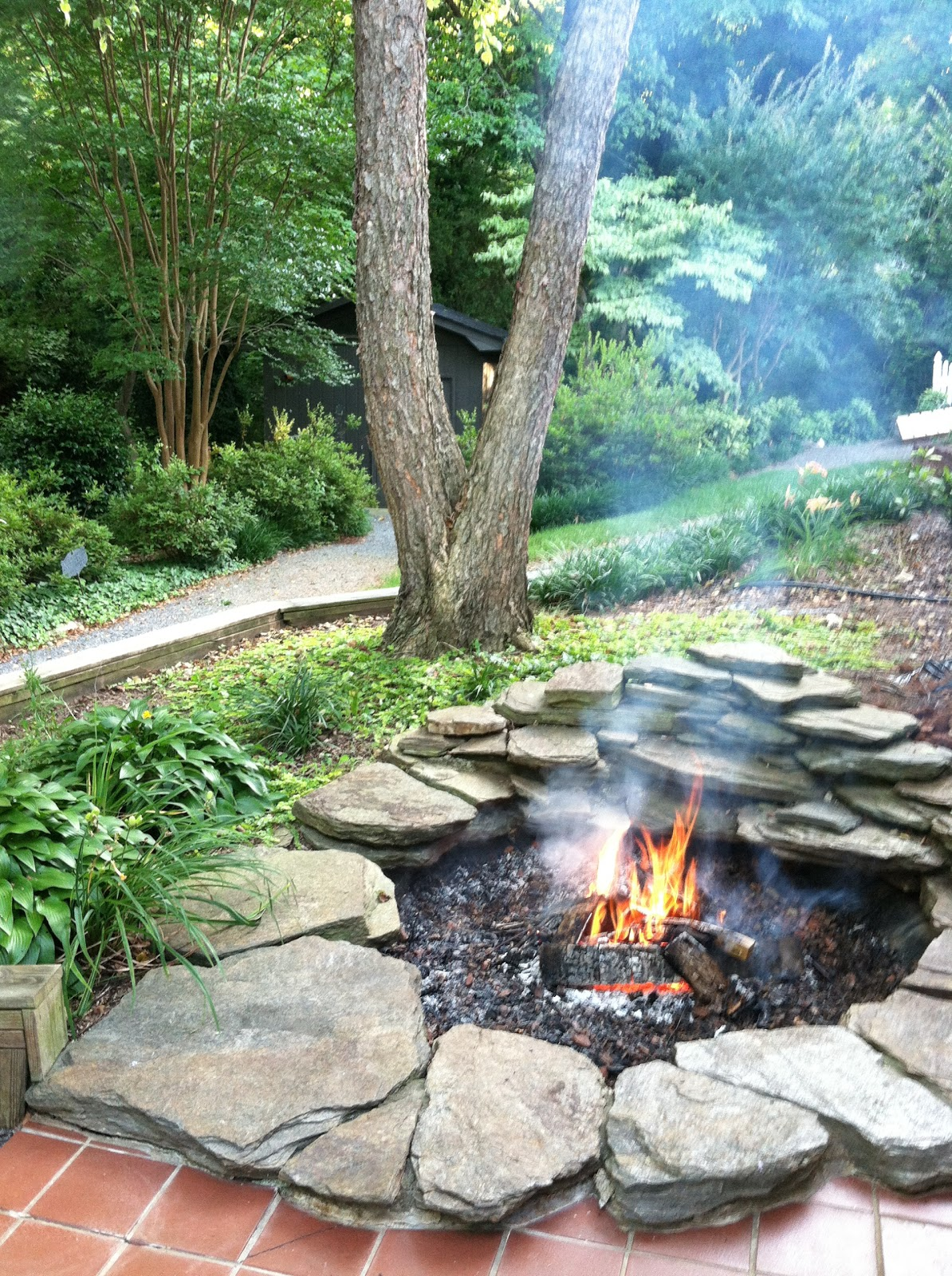 Great 8 DIY Firepit Ideas To Beautify Your Backyard
