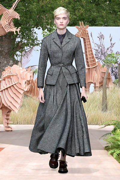 Current model in short blond hair wearing a great suit reminiscent of Dior's 1947 New Look Design in Dior's Autumn/Winter 2017-2018 Collection
