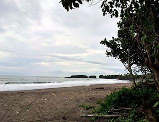 http://www.teluklove.com/2017/01/pesona-keindahan-wisata-pantai-kelecung.html