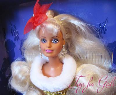 Sindy Noel 1996 очень напоминает куклу Barbie фирмы Mattel
