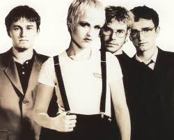 Lirik Lagu Ode To My Family - The Cranberries dari album No Need to Argue dan terjemahan chord kunci gitar, download album dan video mp3 terbaru 2018 gratis