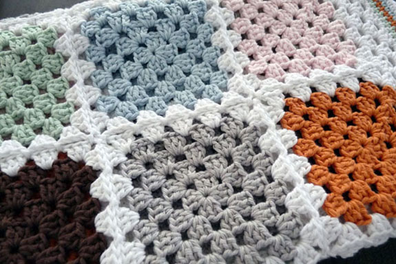 Studio 92 Designs Granny Square Deken