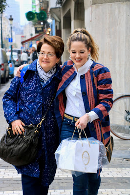 Fashion blogger Kathleen Harper and her mom buying the best chocolate in Brussels