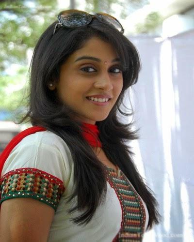 Regina Cassandra Navel In Ra Ra Krishnayya