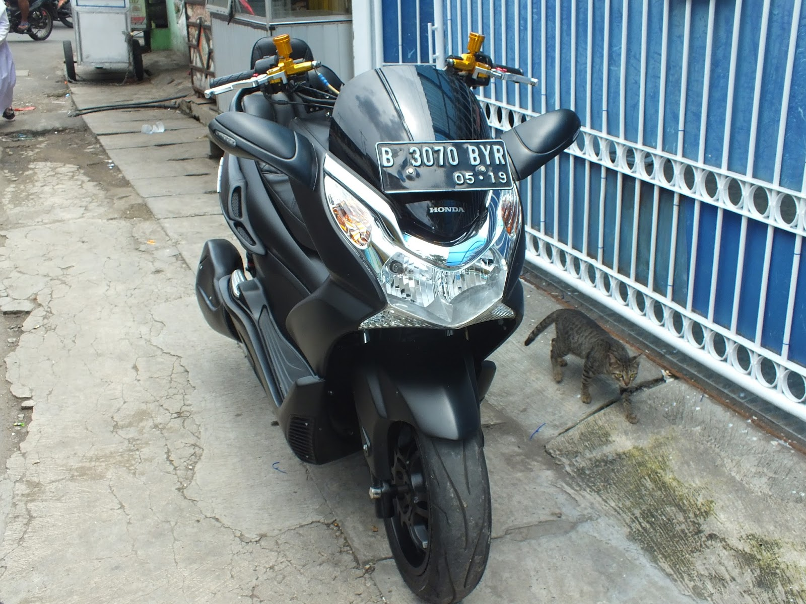 ford escape modifikasi html with Modifikasi Honda Pcx Doctor Matic Klinik Spesialis Motor on Offroad Touring Motorcycles also 1955 1st Series Vin Number in addition Marina Bay Sands Skypark Infinity Pool Escape With Style furthermore 1955 1st Series Vin Number further 595266 Velg Ford Fiesta.