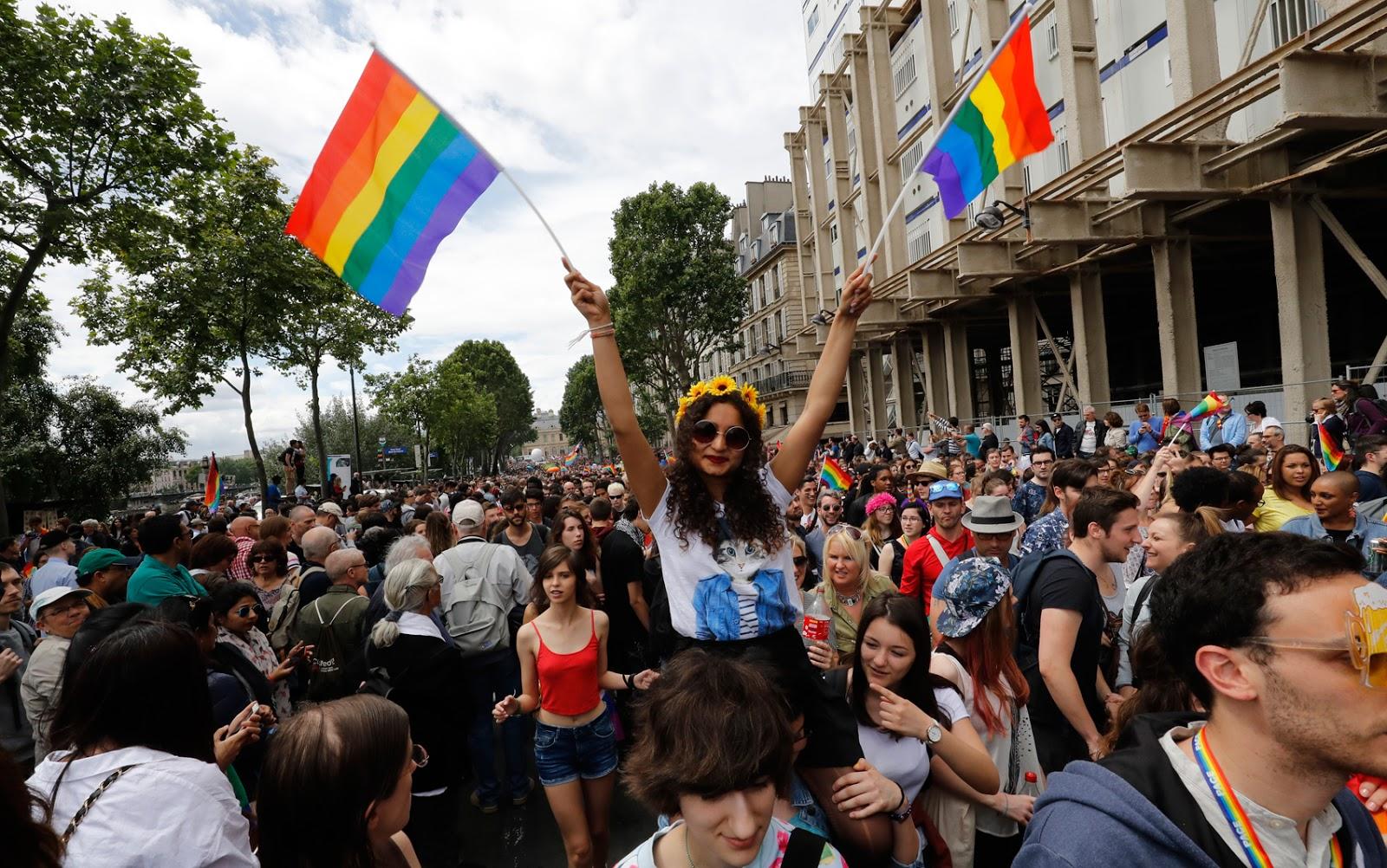 Paris reforça segurança em Parada LGBT após massacre em Orlando
