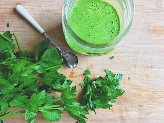 يستخدم للتخلص من رائحة الثوم والبصل