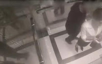 Την χούφτωσε μέσα στο ασανσέρ — Δείτε τι του έκανε ➤➕〝📹ΒΙΝΤΕΟ〞