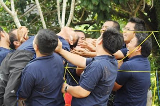 OUTBOUND TRAINING TEAM BUILDING