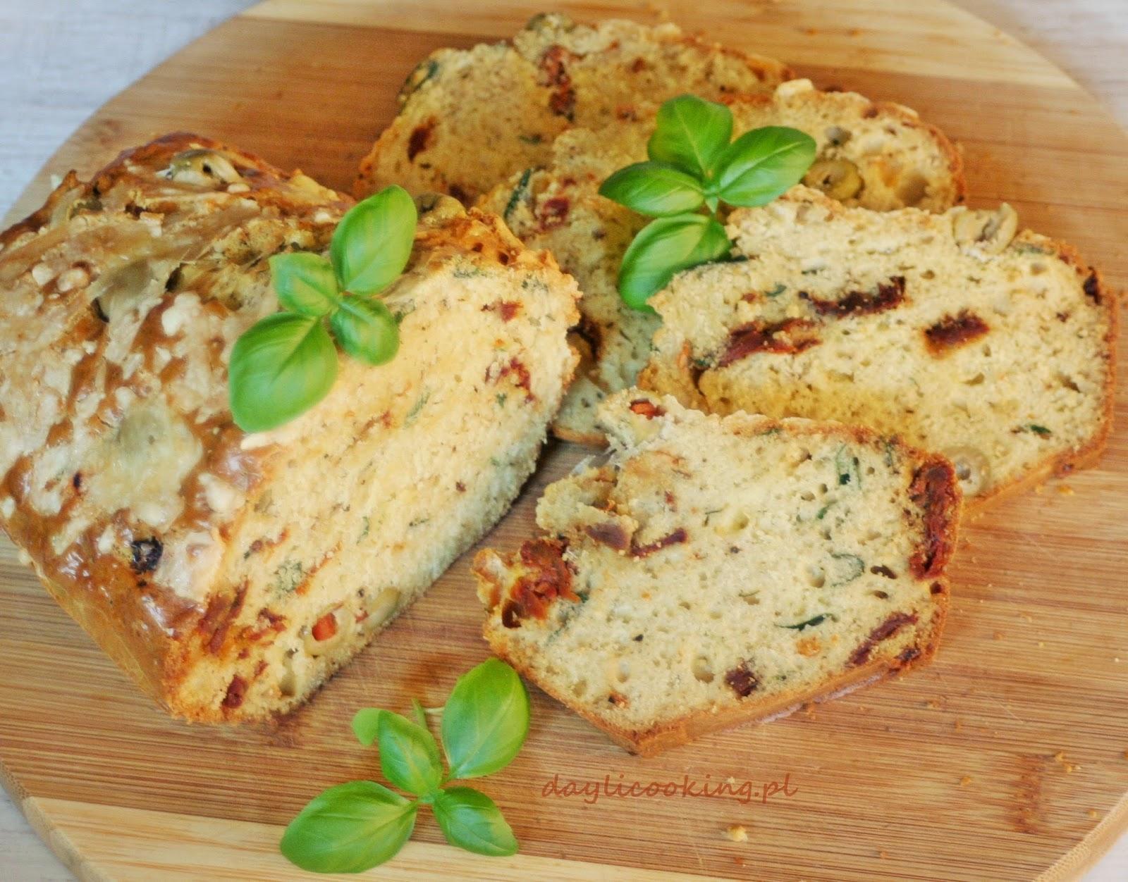 Wytrawny keks z oliwkami, bazylią i suszonymi pomidorami