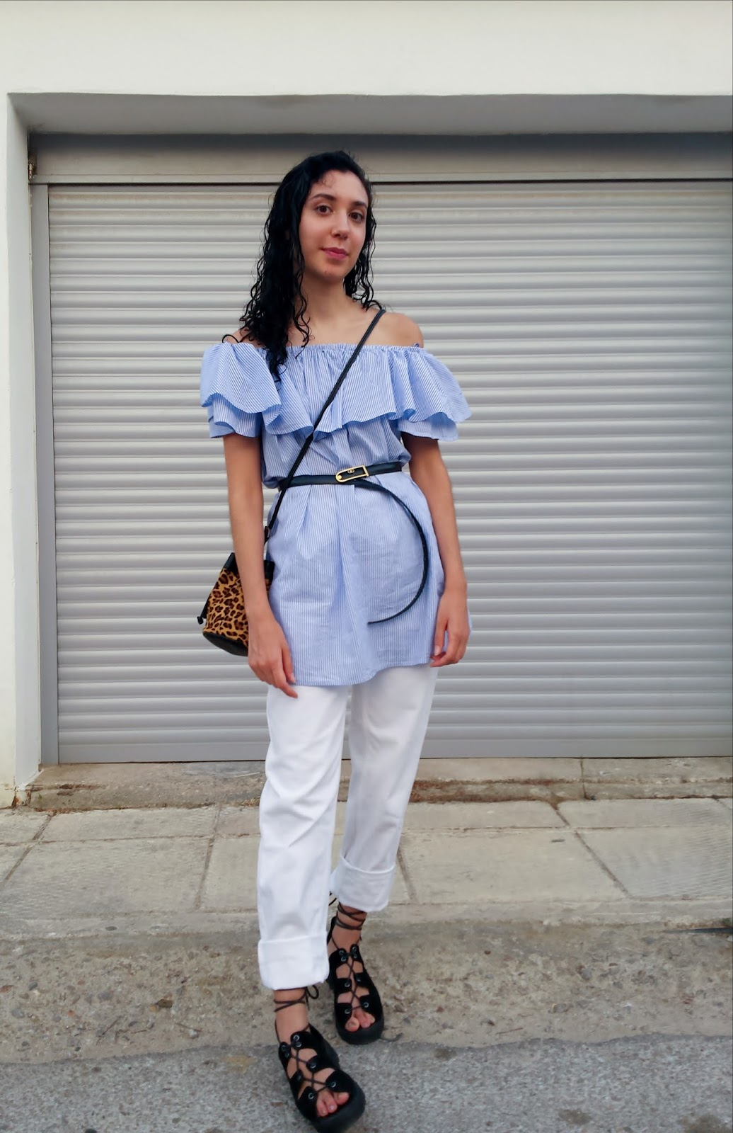 How to wear the Off-shoulder dress: With a Belt over Mom Jeans