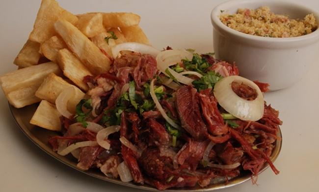 Carne Seca com Aipim e Linguiça Calabresa