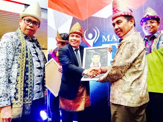 LSM Lintas Politika Beri Penghargaan Tokoh Inspirasi Kepada SBH