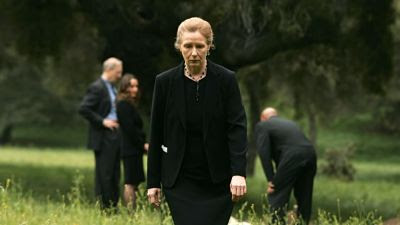 Series, distopía, ella - Frances Conroy - Six Feet Under